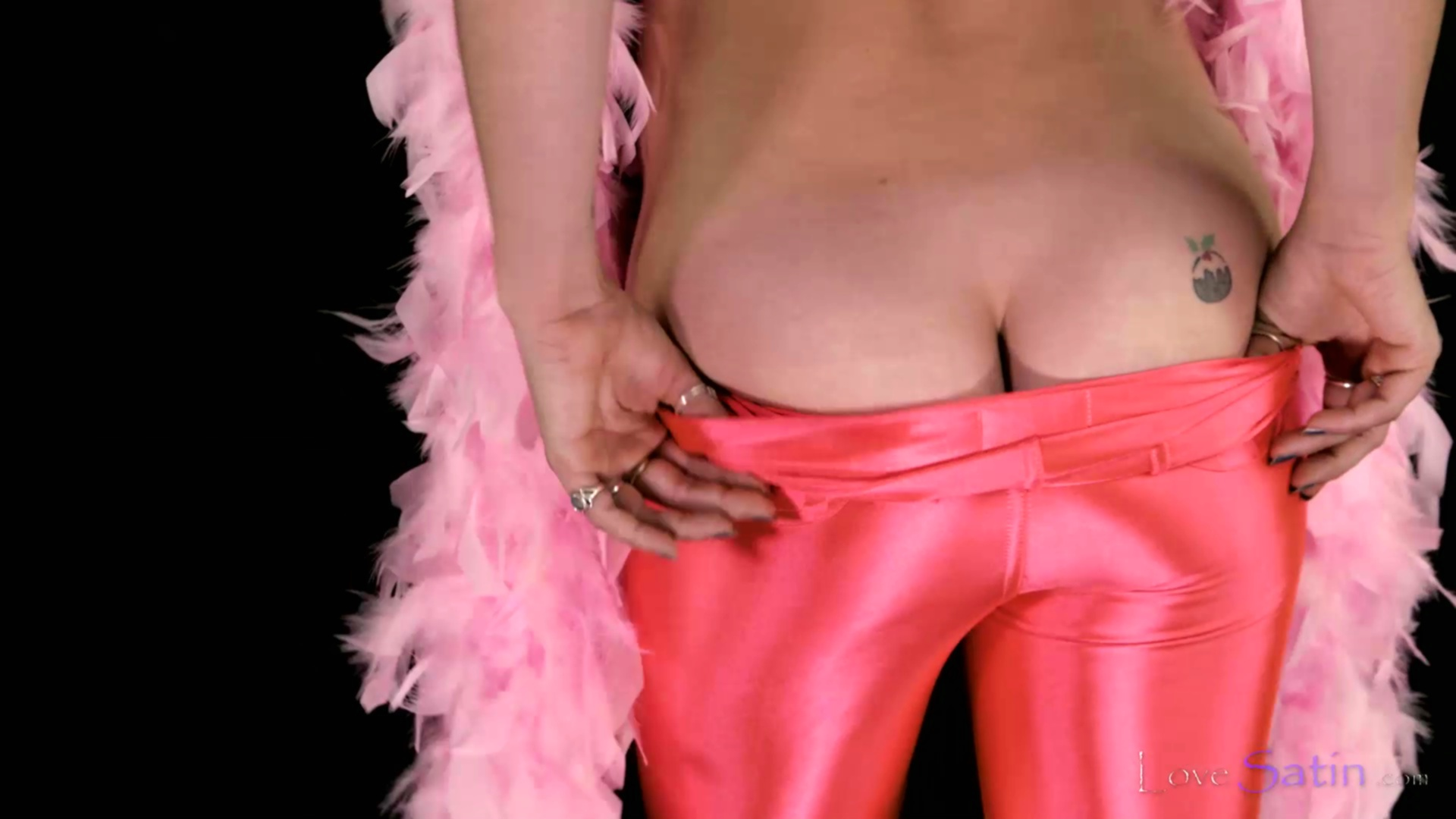 content/Kayah/Kayah-Pink-Satin-Video/1.jpg