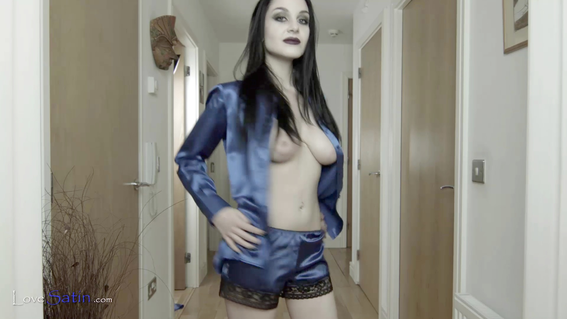 content/Lorelei/LORELEI-BLUE-HALL-VIDEO/2.jpg