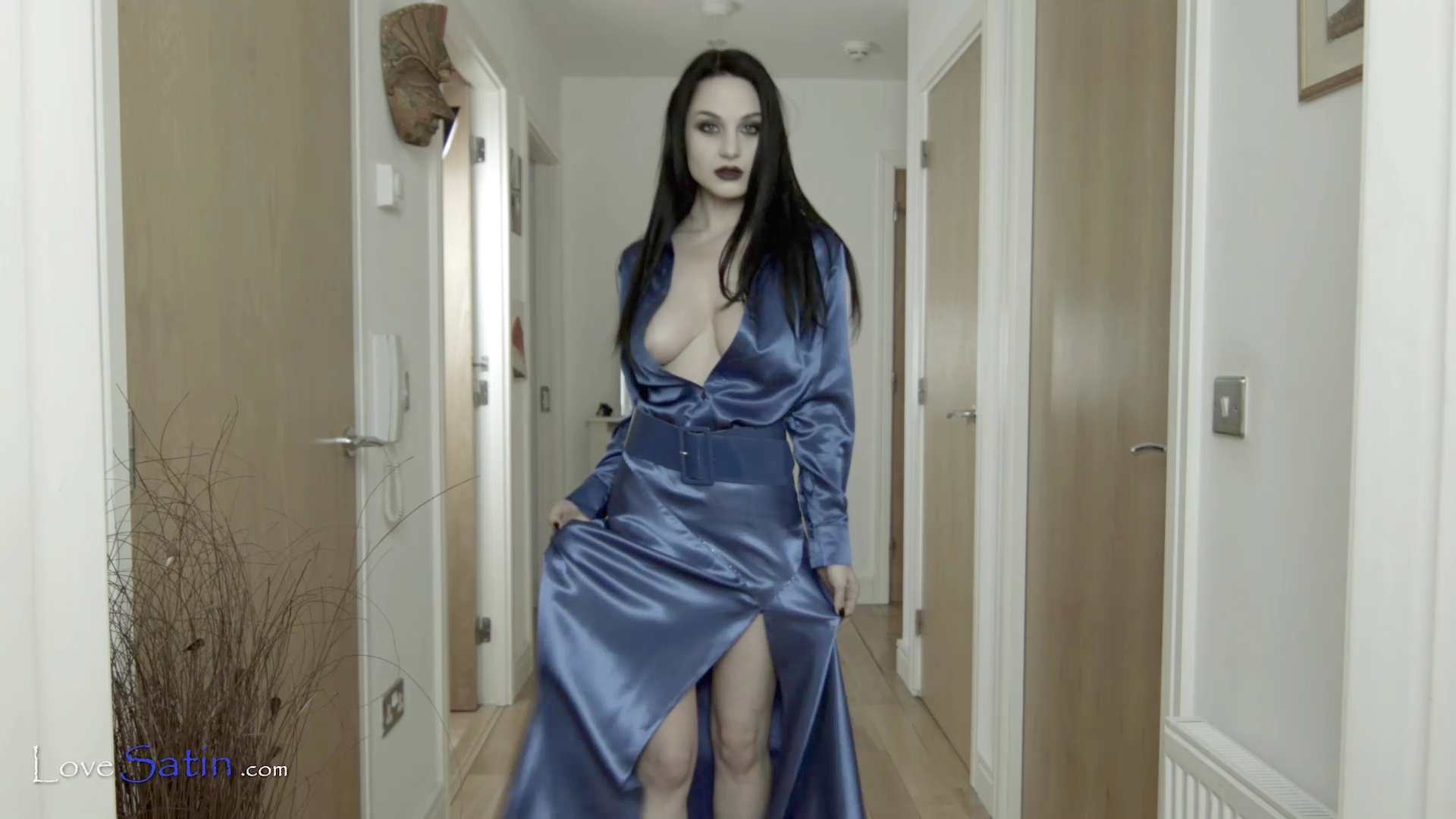 content/Lorelei/LORELEI-BLUE-HALL-VIDEO/3.jpg