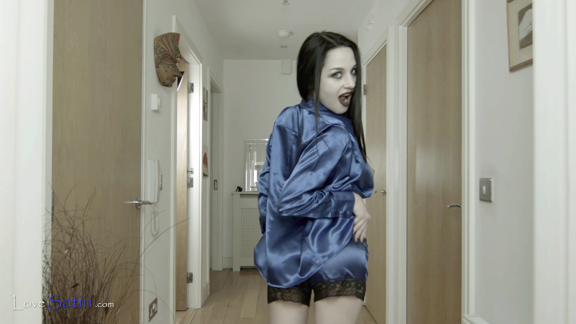 content/Lorelei/LORELEI-BLUE-HALL-VIDEO/4.jpg