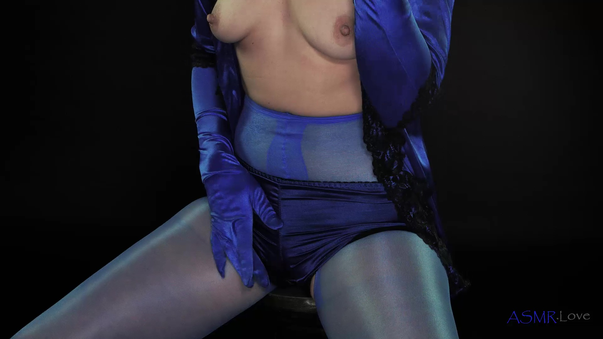 content/Lucy/Wanking in Blue Satin Panties ASMR - Lucy/2.jpg