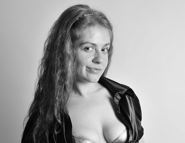 content/Monique/Satin-Bond-Girl-BW2/1.jpg