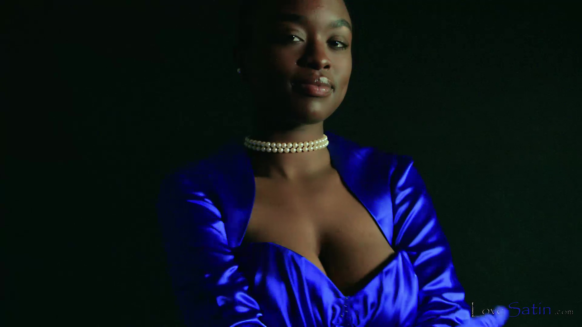 content/Naomi/African Model Blue Satin Dress Naomi/0.jpg