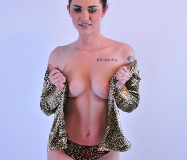 content/Summer/Summer-Leopardprint-Satin-Fetish-Photos/1.jpg